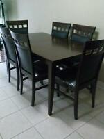 Dinning table with 6 chairs (condition 9/10)