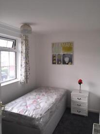 Single bed room for rent , no agency fees