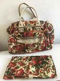handbag / changing bag with seating cushion