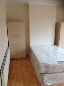 MODERN ROOM FURNISHED NEAR TOWN PARKING NEARBY SUPERMARKETS AND BUS ROUTES