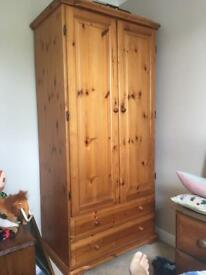 Country cottage style - pine bedroom furniture