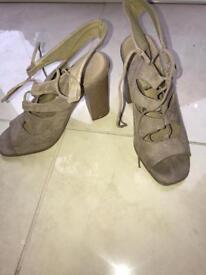 Beige laced heels size 4