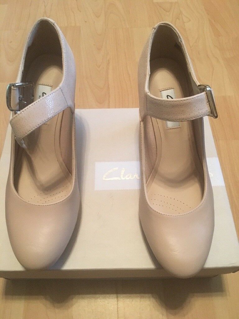 CLARKS - Nude Combi Kendra Gaby Leather Ladies Shoes (Size 5)