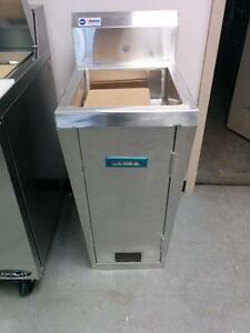 Stainless Steel Hand Sink With Pedals- Brand New!