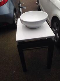 Round sink with mixer tap, on pedestal