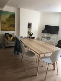 Beautiful wooden table & 6 chairs