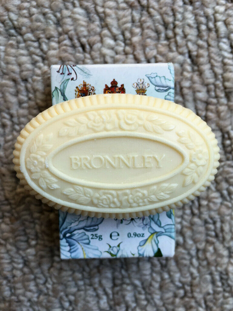 4 vintage guest soaps: Bronnley, Sacher, Lux & Palmolive  Un-used,  excellent condition  £2 the lot  | in Romney Marsh, Kent | Gumtree