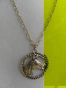 GORGEOUS OLD VINTAGE GOLDTONE ARABIAN HORSE HEAD PENDANT NECKLACE