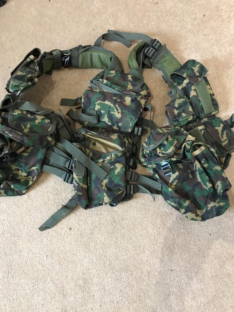 Viper Tactical Vest airsoft paintball 25onoin Kirkcaldy, FifeGumtree - Biper tac best with loads of pockets to carry anything from mags,bbs,paintballs, water storage