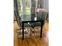 Modern Dining table with 4 chairs in excellent condition