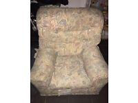 5 seats sofa very good condition for pick up