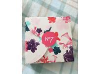 No 7 spring glow gift box