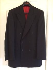 Good Quality Men's Suit in Very Good Condition.