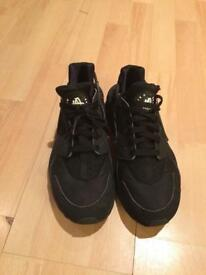 Nike Air Huarache Trainers Black Size U.K. 9.5