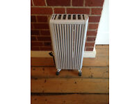 Delonghi electric oil-filled radiator with thermostat and timer. Excellent condition