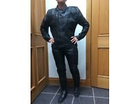 2 PIECE BLACK BIKER LEATHERS AKASO - MENS S OR LADIES SIZE 12