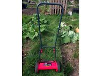 Hand push cylinder lawn mower