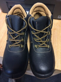 BRAND NEW steel toe cap boots