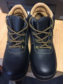 BRAND NEW steel toe cap boots