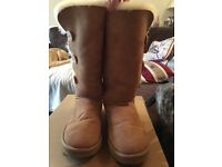 Ugg boots bailey button in Chestnut size 8 (fit a 7)