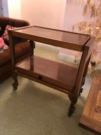 Beautiful vintage table that extends. Excellent condition