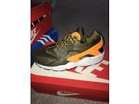 Men's Nike huarache trainers brand new