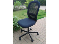 Swivel chair, hardly used.