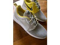 Nike Roshe mens size 9 in Rare gold colour Brand new
