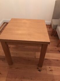 EXCELLENT condition 4-6 seater extending dining table