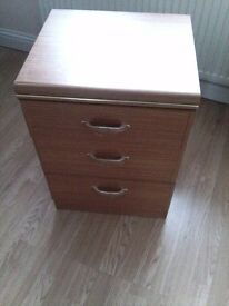 fab chest of DRAWERS ALSTON QUALITY MAKE---3 drawers---really great item--84cm x 48cm x 45cm