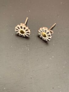 Blue Nile 7mm sterling Silver and Gold Daisy Earring
