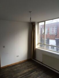 Bright Self contained Studio available in Thriving Creative Community - 5 min from Seven Sisters