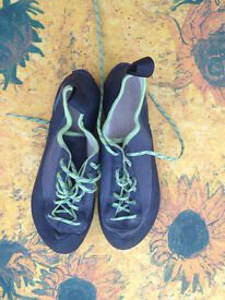 Simond rock climbing shoes, used once only, perfect conditions, size 6