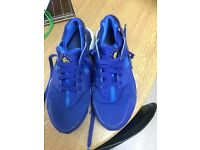 Size 5 blue huaraches, good condition very clean £20