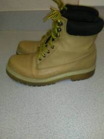 LADIES LACE UP BOOTS IN HONEY COLOUR, SIZE 5