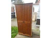 Wardrobe in very good condition and very cheap ,soidne wood, l'm really looking