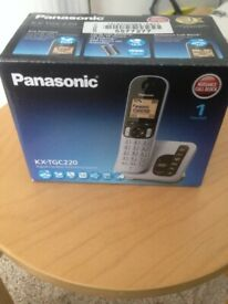PANASONIC - ALMOST NEW - CORDLESS LANDLINE PHONE WITH CHARGING BASE AND BOX