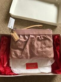 Designer purse clutch zipper bag by COACH - Pink Patent NEW - Christmas present 💕🎄
