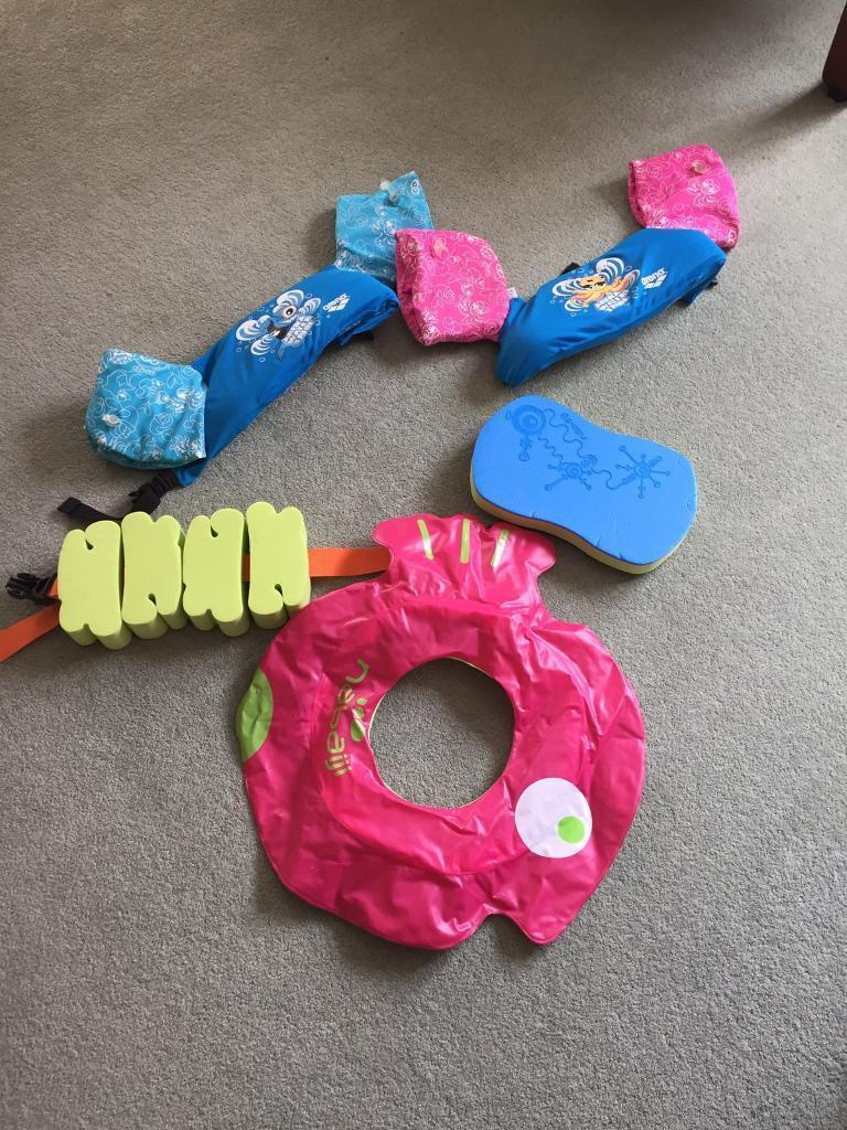 Children swimming aid / floating devices