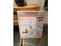 Lindam extending baby gate new in box