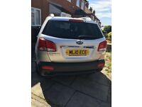 Kia Sorento for sale silver in colour use diesel low maintenance very nice car