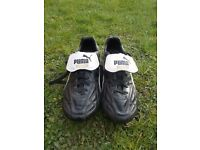 Kids Puma Football Boots (size 2)