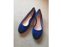 "Brand new, in box, Moda in Pelle ""Elodia"" cobalt blue slight wedge shoes - size 8 (7)"