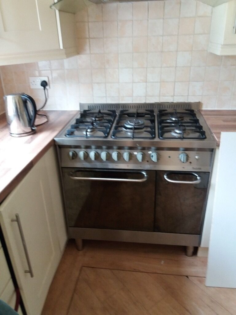 Cream gloss kitchen gas hob and extracter fanin Southport, MerseysideGumtree - Cream gloss Kitchen used but in very very good condition. Includes gas range hob and extractor fan. Island unit and butchers Block worktop. Integrated fridge and dish washer included if required. Approx 17 units Wall and base combined must see to...