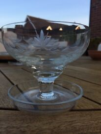 Vintage Glass Footed Dessert / Sundae / Fruit Bowls Dishes - Set of 6 - Excellent Condition