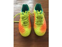 FOOTBALL JUNIOR NIKE MAGISTA SIZE 1 AS NEW