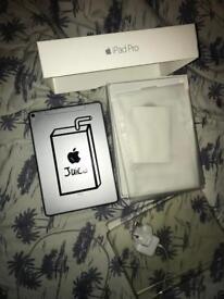 iPad Pro 9.7 256gb Cellular Unlocked Hardly Used