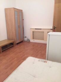 _MASSIVE DOUBLE ROOM/SINGLE USE FOR ONLY £120 PW IN KILBURN_