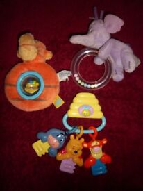 Winnie the Pooh Baby Bundle - Teether, Rattle & Keys IP1