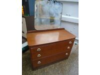 Dressing table/drawers